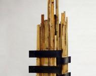 FORMA VERTICALE VARIABILE, legno e ferro, misure variabili, 2009