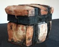 GRANDE PRESSIONE, terracotta e ferro, cm 50x70x40, 2008 (collezione MIC, museo internazionale della ceramica, Faenza)