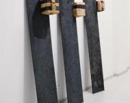 OSPITI SOSPESI, terracotta e ferro, cm 200x40x40 ciascuno, 2011