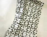LA VESTE, marmo di Carrara e ferro, cm 180x150x3, 2011